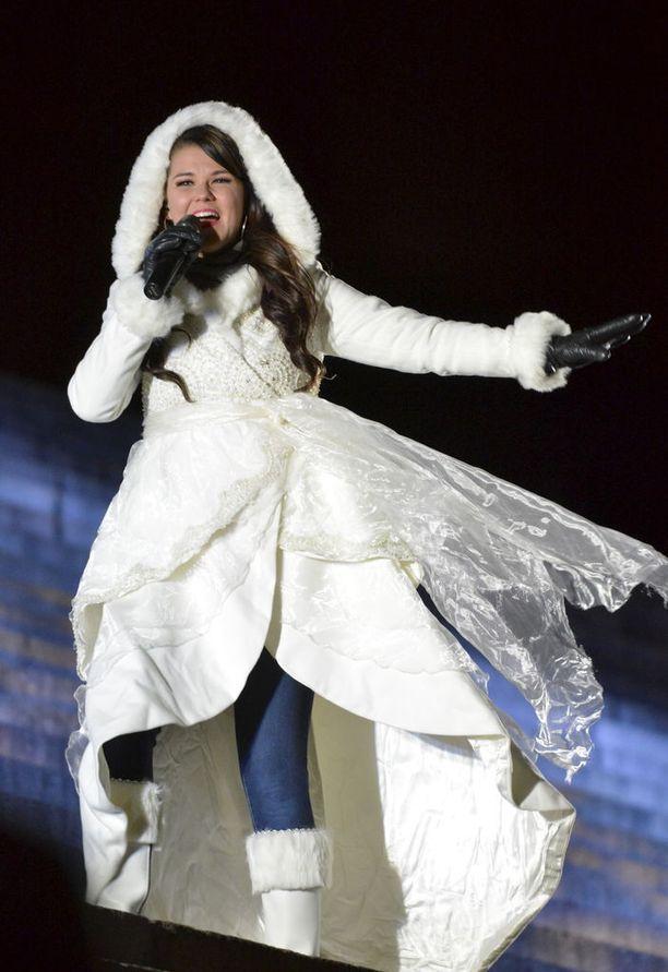 Saara Aalto taistelee Britannian X Factorin voitosta.
