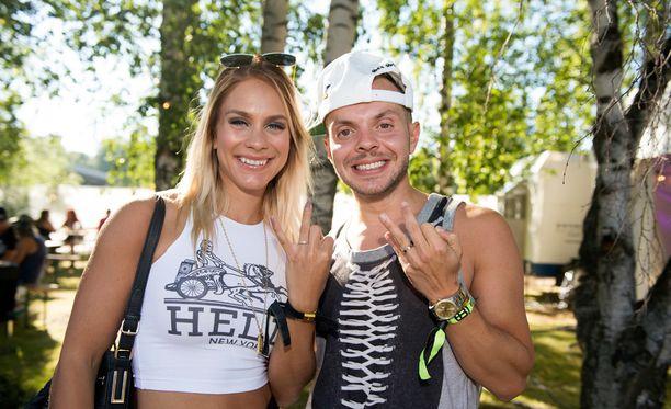 Eevi Teittinen ja Uniikki kihlautuivat kesällä 2015. Vuoden päästä ero oli tosiasia.