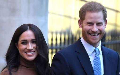 Lehtiväite: Meghan ja Harry pimittivät talovaihdoksen muilta kuninkaallisilta