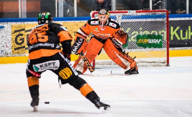 Ukko-Pekka Luukkonen debytoi tänään SM-liigassa.