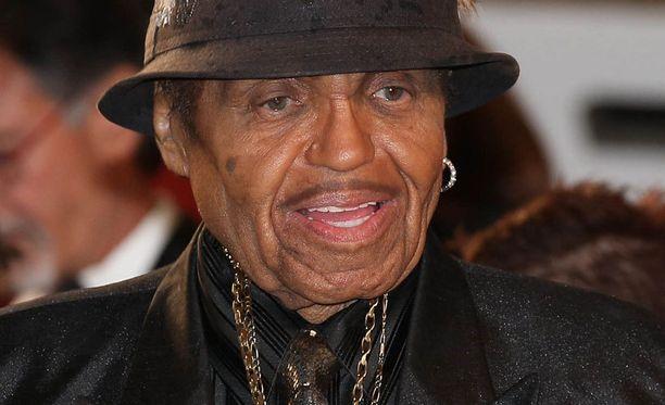 Brandon Howardin isäksi väitetään myös Joe Jacksonia.