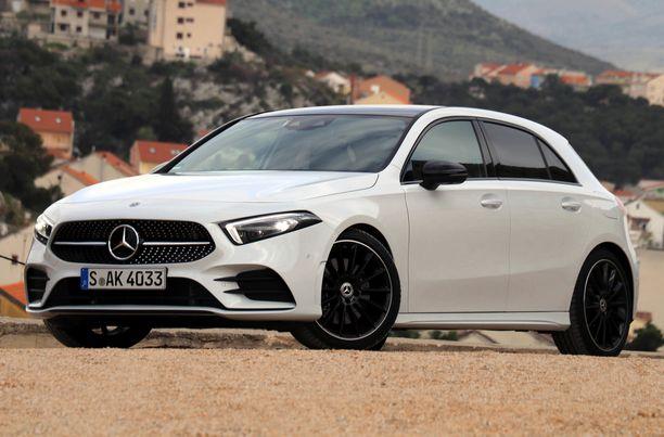 Myös A-sarja saa ladattavat hybridiversiot vielä tänä vuonna. Tämä auto kuvassa on kuitenkin vielä tavallinen polttomoottoriauto.