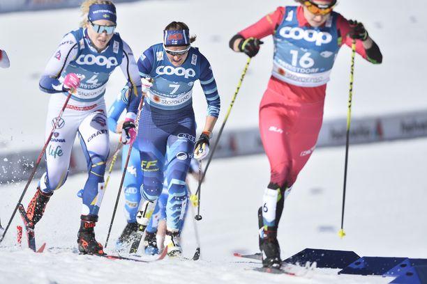 Katri Lylynperä (keskellä) oli torstaina hurjassa vireessä.
