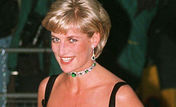 Prinsessa Dianasta tuli ihmisten prinsessa. Hän teki valtavasti hyväntekeväisyystyötä.