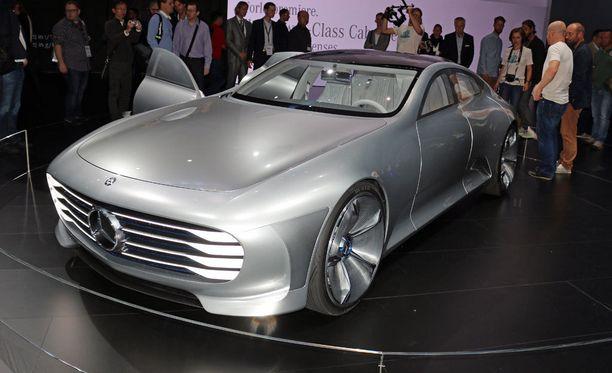 Kaupunkinopeuksissa IAA on neliovinen design-auto, joka vain odottelee muuntumistaan.