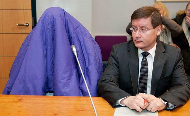 NÄMÄ POIS! Keskustan Kovala-Vanhalan paikallisyhdistys vaatii naamioita pois oikeussaleista.