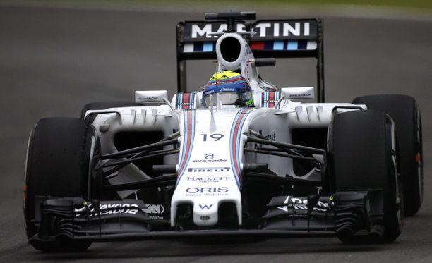 Felipe Massa oli kahdeksas, mutta tulos mitätöitiin, koska oikean takarenkaan lämpötila oli liian korkea.