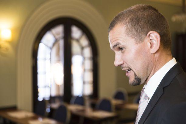 Timo Metsola on Vuokraturvan ja Myyntiturvan hallituksen puheenjohtaja.