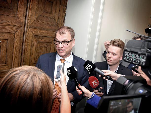 Pääministeri Juha Sipilä (kesk) on jälleen kerran ollut median edessä kertomassa irtisanomislaista.
