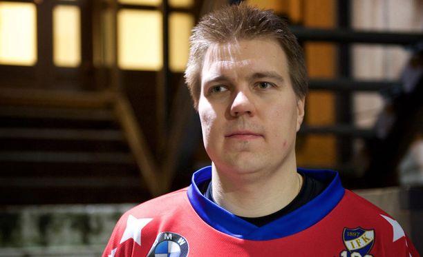 Teemu Ramstedt pelasi viikonloppuna kaksi ottelua jääpallon Bandyliigassa HIFK:n riveissä.