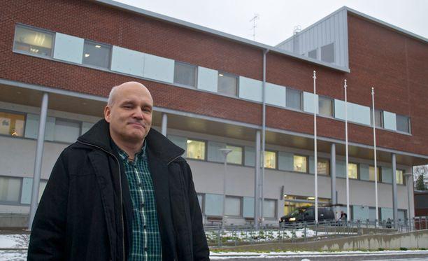 Äänekoski on rakentanut uuden terveyskeskuksen ja tehostanut palveluitaan. Talousjohtaja ja vt. kaupunginjohtaja Matti Tuononen on harmissaan, kun sote-uudistus näyttää nyt syövän tehostustoimilla aikaansaadut parin miljoonan säästöt.