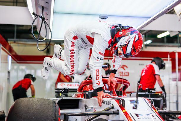 Kimi Räikkösen jatko F1-sarjassa puhuttaa.