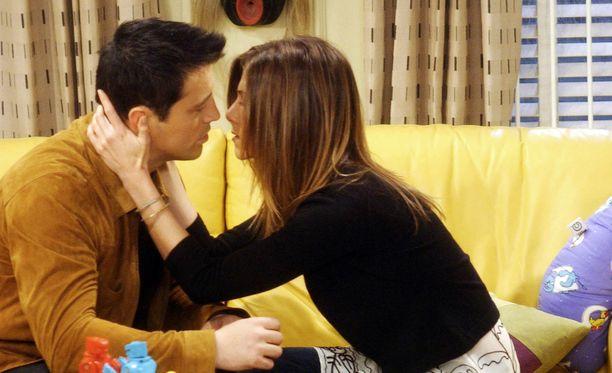 Joey (Matt LeBlanc) ja Rachel (Jennifer Aniston) aiheuttivat katsojissa hämmennystä. Näyttelijöiden mielestä romanssi oli huono idea.