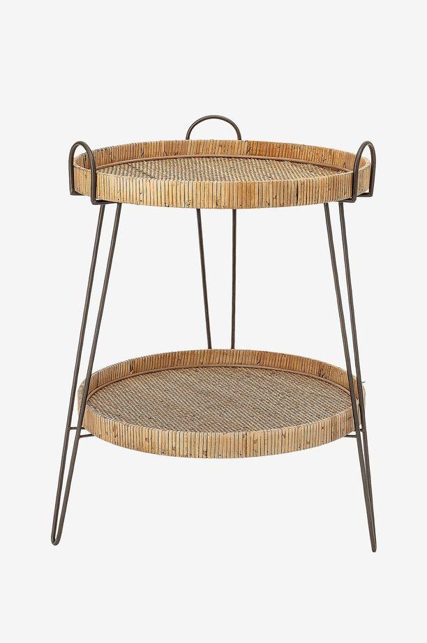 Sirot linjat ja himoittu bambu yhdistyvät tässä pikkupöydässä. Siinä on irrotettava päällinen ja hyllytaso.  Tarjottimet pysyvät paikoillaan, ja ne voidaan irrottaa halutessa. Bloomingville sivupöytä Elis Ellokselta. Hinta 219,