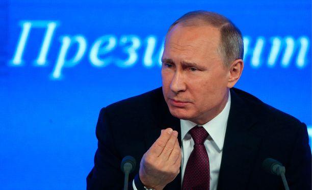 Historia on sinänsä tärkeää Putinille; taannoin hän maalaili, miten Vladimir Suuri otti ortodoksisen kasteen vuonna 988 nimenomaan Krimillä.