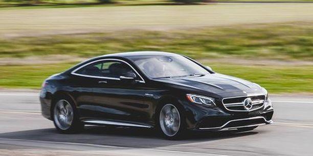 Jare Tiihosen myynnissä oleva auto on samankaltainen kuin kuvassa. Kuvan Mercedes-Benz on vuosimallia 2015, Tiihosen kaksi vuotta uudempi.