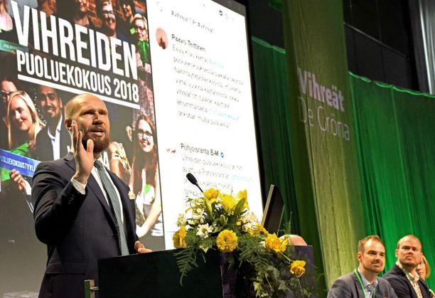 Touko Aallon avajaispuhe kesti 45 minuuttia ja keskittyi odotetusti hallituksen politiikan moittimiseen ja omien vaihtoehtojen esittelyyn.