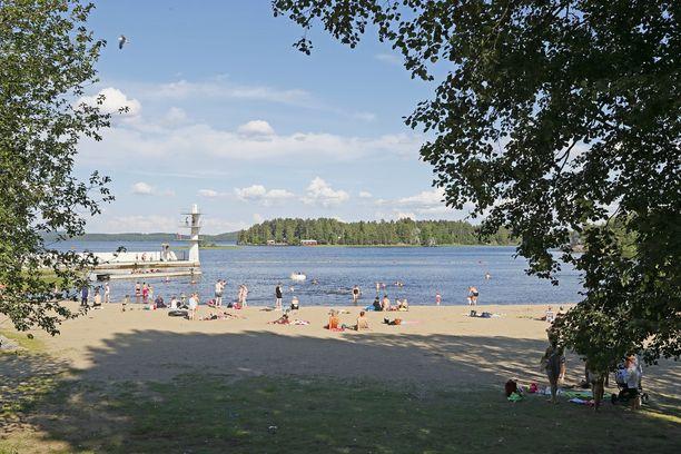 Väinölänniemen ranta sijaitsee Kuopion keskustan tuntumassa.