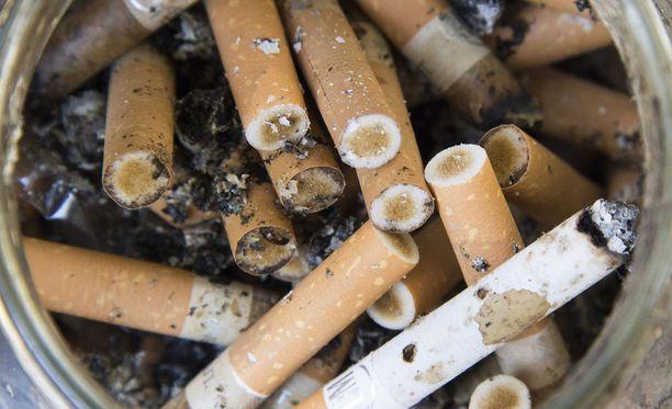 Tuotemerkittömillä tupakka-askeilla pyrittäisiin vähentämään lasten ja nuorten tuopakointi-innokkuutta.