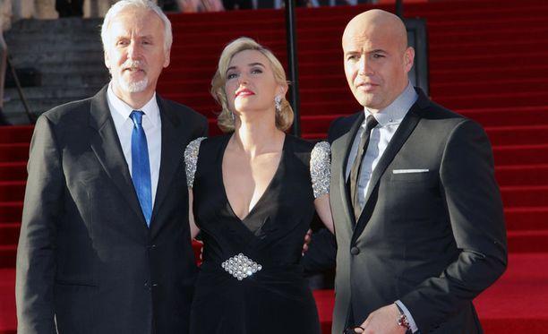 Ohjaaja James Cameron rinnallaan näyttelijät Kate Winslet ja Billy Zane.