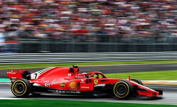 Kimi Räikkönen otti kauden ensimmäisen paalupaikkansa.