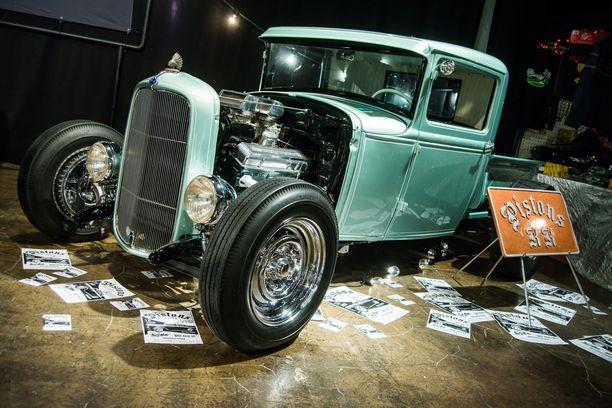 Teemu Forsbergin tyylikäs Ford avolava hot rod.