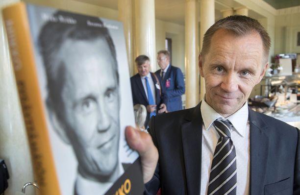 """""""Kaikessa toiminnassani olen noudattanut Suomen lakeja ja ilmoitusvelvollisuuksia. Kaikki toimintani on läpinäkyvää"""", Niikko kirjoittaa asiaa koskevassa kirjallisessa lausunnossaan."""