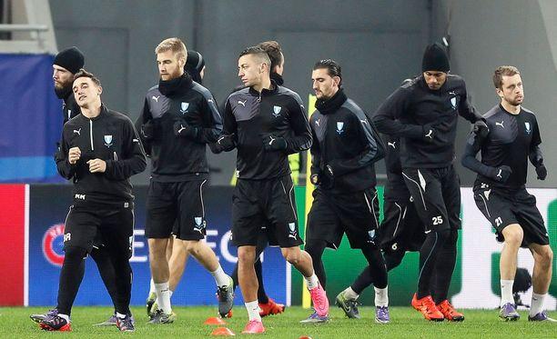 Malmön joukkue harjoittelemassa maanantaina Arena Lvivillä.
