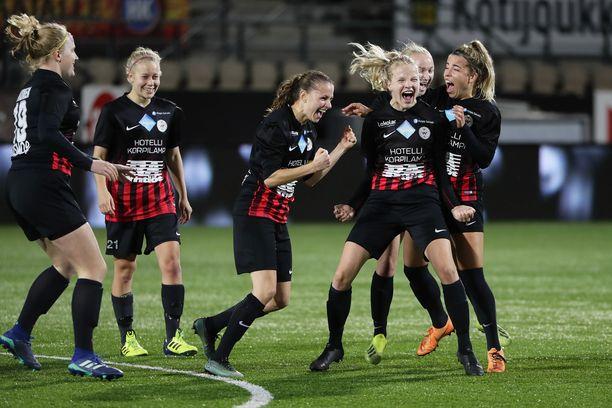 PK-35 Vantaa juhli Suomen mestaruutta Töölön Telia-areenalla lokakuussa. Nyt seura on jäämässä ilman paikkaa liigassa.