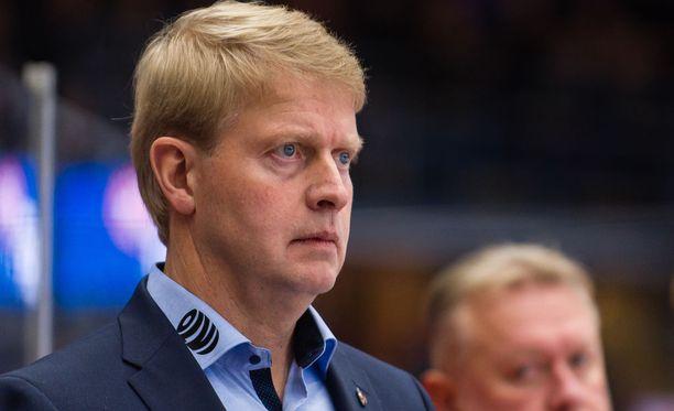 Jukka Rautakorpi oli tuttuun tapaansa tiukkana vaihtopenkin takana perjantain paikallisottelussa.