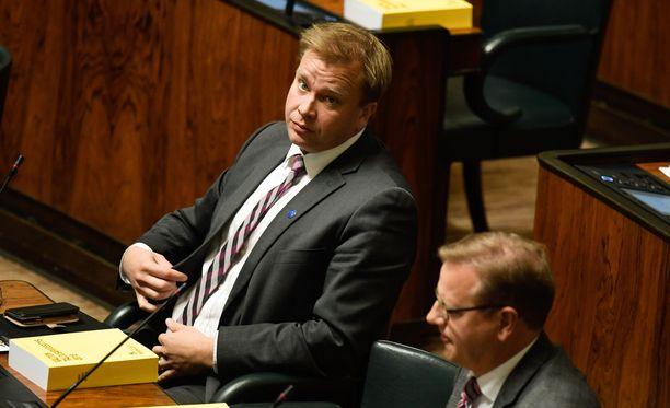 Pääministeripuolue keskusta on nyt neljänneksi suurin puolue kannatusmittauksessa. Eduskuntaryhmää johtaa Antti Kaikkonen.