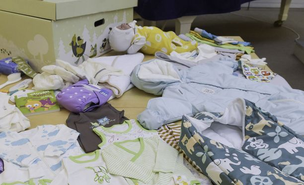 Suomessa äitiyspakkaus toimii houkuttimena, jonka avulla odottavat äidit saadaan neuvolajärjestelmän piiriin.