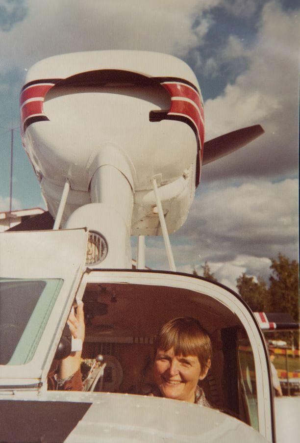 Orvokki Kuortti löysi töitä Lake Buccaneer -koneiden kuljettajana.