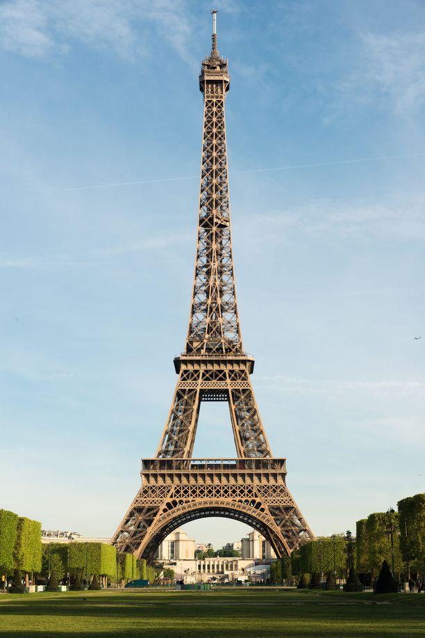 Varhain aamulla Eiffel-tornilla ei ole vielä tungosta.