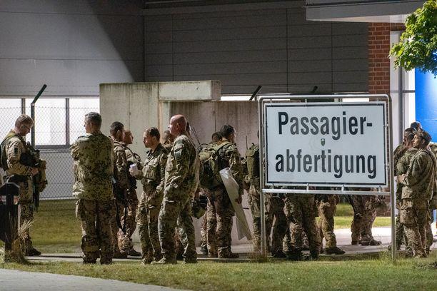 Kuten Suomi ja monet muut maat, myös Saksa on aloittanut omien kansalaistensa sekä maan kanssa yhteistyötä tehneiden afgaanien evakuoinnin.