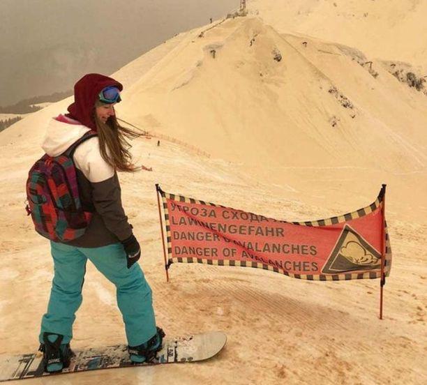 Laskettelukeskuksessa Sotšissa kannattaisi ehkä varoa suksien tai lumilaudan kulumista. Lumeen on sekoittunut poikkeuksellisen paljon Saharan hiekkaa.