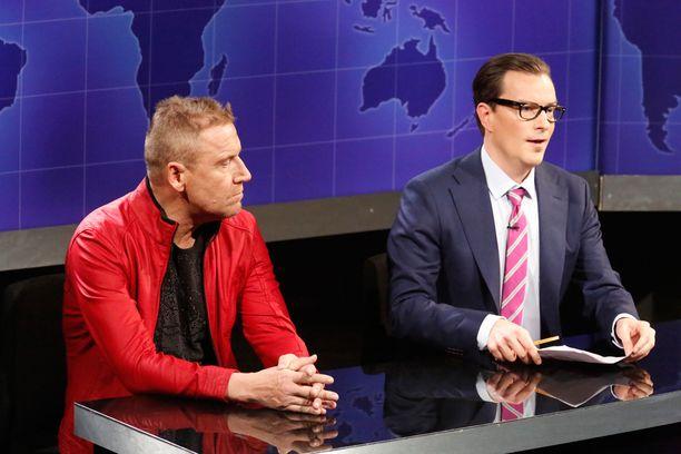 Ensimmäisessä jaksossa tähtijuontajana toimi Renny Harlin, joka tässä kuvassa André Wickströmin kanssa.