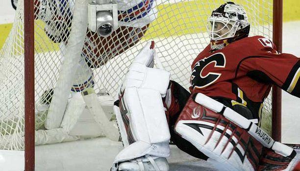 Calgaryn maalia vahtinut Miikka Kiprusoff torjui joukkueelleen voiton San Josesta.