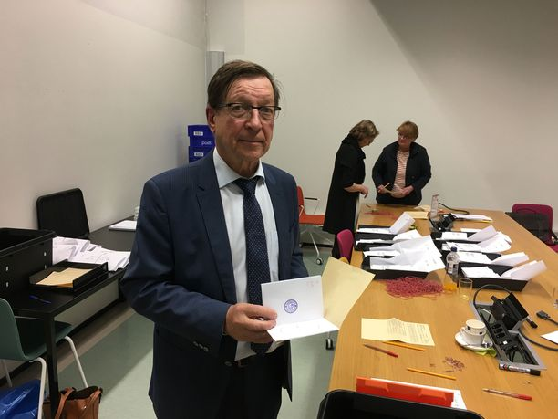 Helsingin vaalipiirilautakunnan sihteeri Heikki Liljeroos on ollut mukana kaikissa valtiollisissa vaaleissa vuodesta 1982 lähtien.