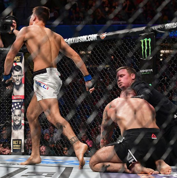 Mickey Gall aiheutti CM Punkille nolon tappion tämän ensimmäisessä UFC-ottelussa.