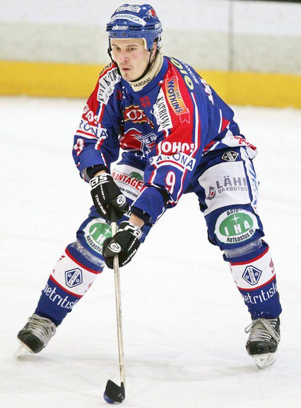 36-vuotiaalla Sami Häppölällä on menossa jo 16. kausi Kaukalopalloliigassa.