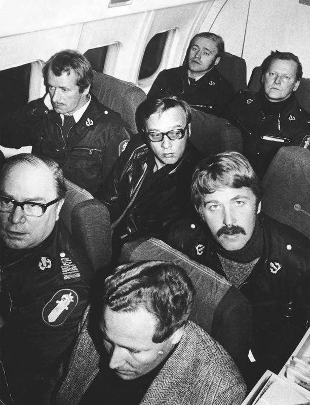 Poliisi ei ottanut riskejä kuljettaessaan Aarno Lamminparrasta kaappauksen jälkeen.