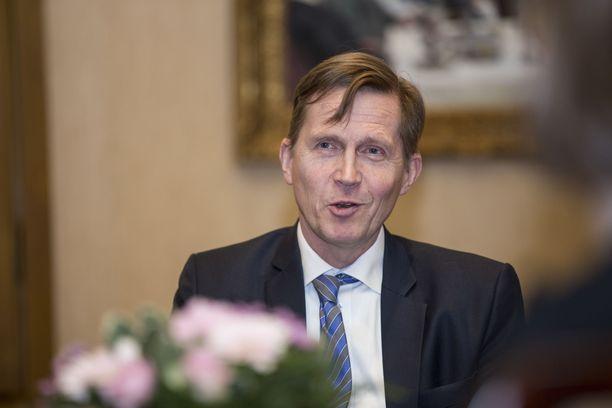 Pasi Sorjosen johdolla Akava Works ennustaa, että ensi vuonna Suomi ryhtyy kapuamaan talouskuopasta ylöspäin.