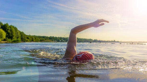 Mikä onkaan parempi kesäliikuntamuoto kuin uiminen.
