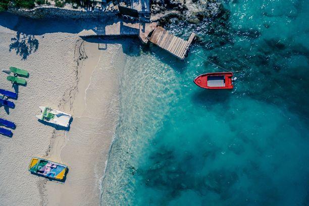 Albanian valkohiekkaiset rannat ihastuttavat.
