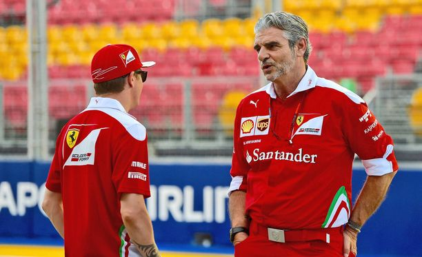 Tallipäällikkö Maurizio Arrivabene (oik.) haluaa jutella Kimi Räikkösen kanssa.