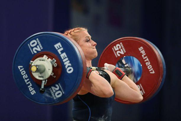Anni Vuohijoki teki syyskuussa Ruotsissa 114 kilon Suomen ennätyksen työnnössä.