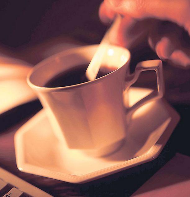 EI LIIKAA KAHVIA Yli seitsemän kahvikupin juominen voi pahimmillaan aiheuttaa aistiharhoja hallusinaatioiden muodossa, tutkijat varoittavat.
