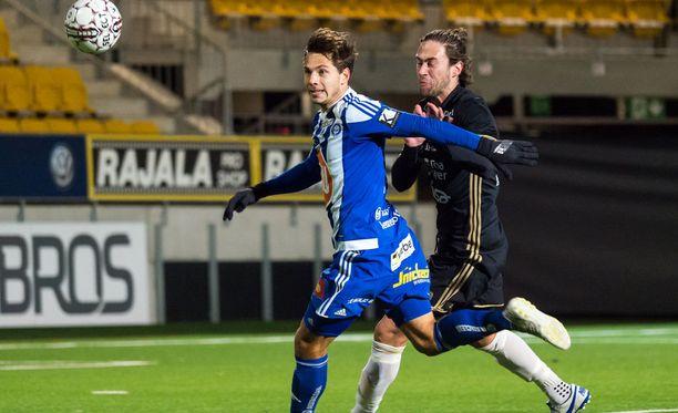 HJK:n Sebastian Dahlström (vas.) viihtyy Seinäjoella.