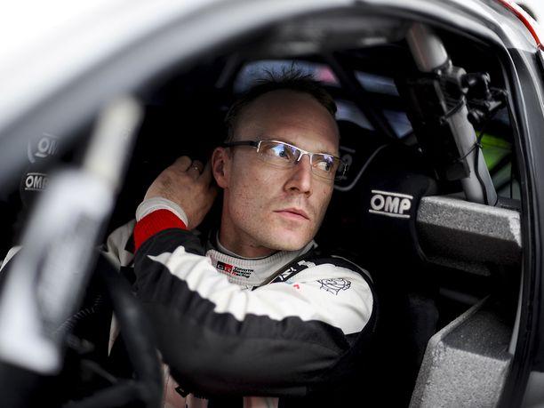 WRC-auton ohjaamo on hyvässä ja pahassa täysin ainutlaatuinen työskentely-ympäristö. Jari-Matti Latvala on saanut huomata, että aivan kaikkea ei voi sulkea auton ulkopuolelle.